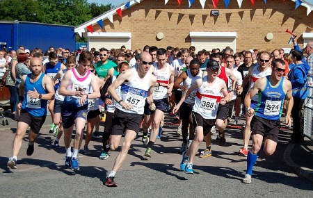 Start of the 2015 Bradley Stoke 10k Run.