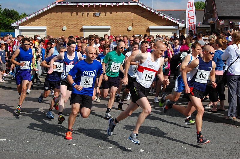 Start of the Bradley Stoke 10k Run 2013.