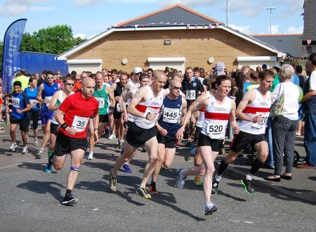 Start of the 2014 Bradley Stoke 10k Run.