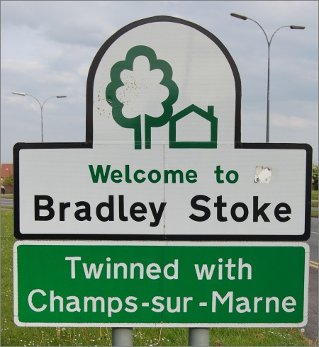 Champs-sur-Marne Twinning Sign