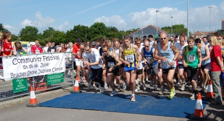 Start of the 2009 Bradley Stoke 10k Run.