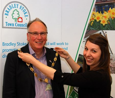 Cllr Brian Hopkinson receives the mayoral chain.