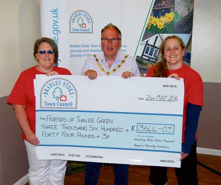 Cllr Brian Hopkinson presents a cheque representatives of the Friends of Jubilee Green.