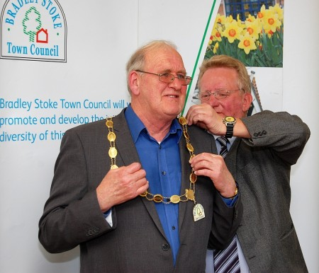 Cllr Roger Avenin (left) receives the chain of office from the outgoing mayor, Cllr John Ashe.