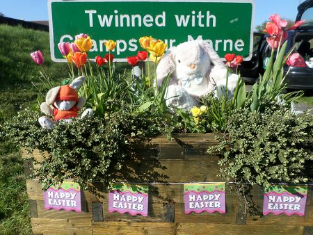 Phot of a 'welcome planter' with Easter decorations.