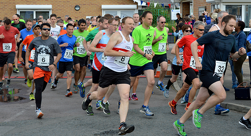 Start of the 2017 Bradley Stoke 10k Run.
