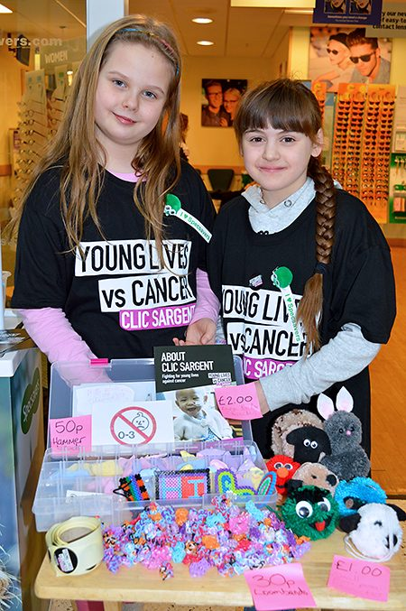 Photo of Karolina and Anya selling their products.