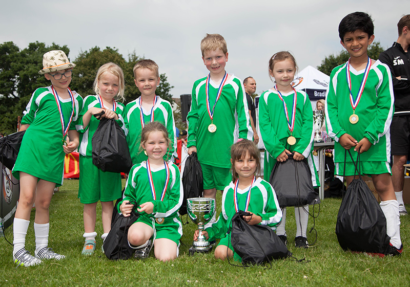 Photo of the Meadowbrook Primary School football team.