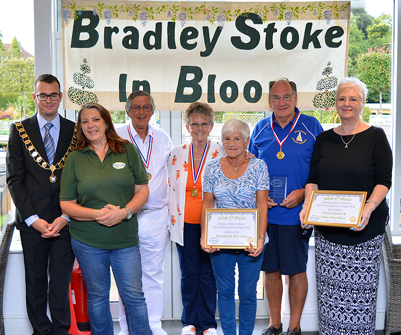 Photo of prize winners (1st & 2nd place in both the 'large garden' and 'small garden' categories).