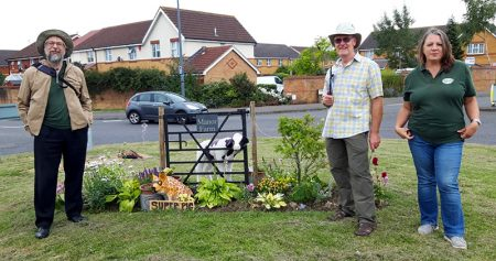 Photo of an RHS 'In Your Neighbourhood' judge with BSiB volunteers at Manor Farm Roundabout.