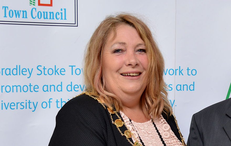Photo of Cllr Elaine Hardwick as mayor in May 2016.