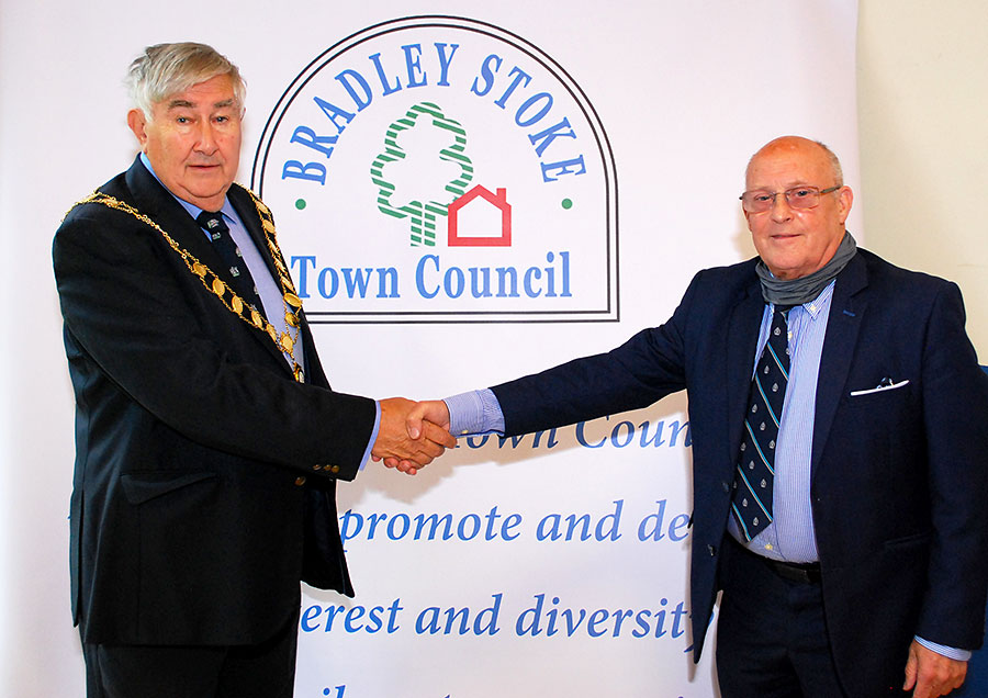 Photo of two councillors shaking hands.
